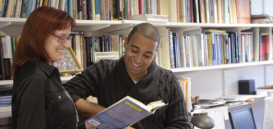 faculty-with-books