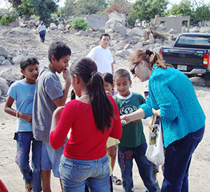 Dr. B.-with-children-who-survived-the-El-Salvador-mudslide.