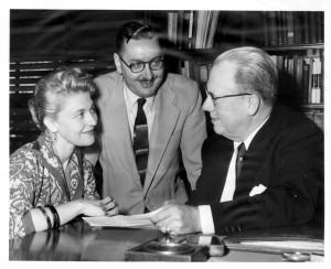 Gordon Derner (center) talking with Adelphi colleagues .